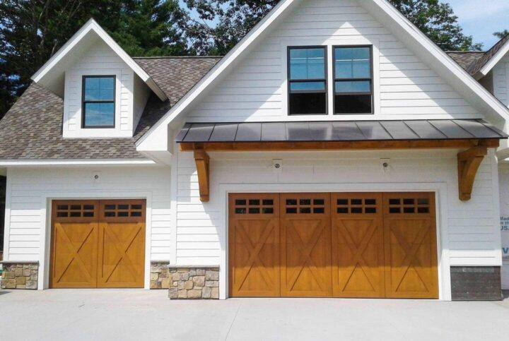 Garage Door Opener Repair and Garage Door Repair in Green Bay by professionals